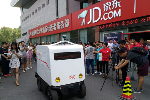 Chinas-first-automated-unmanned-delivery-vans.